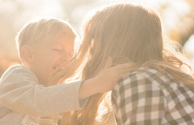 シングルマザーになって良かったこと1位「精神的にラクになった」大変なのは…