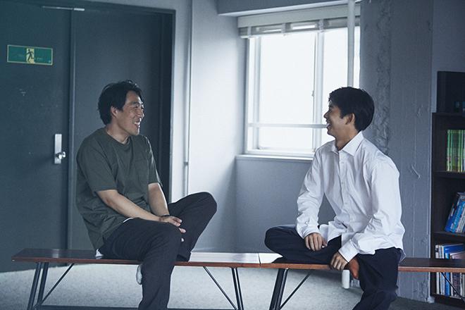 石川慶監督(左)と太賀さん