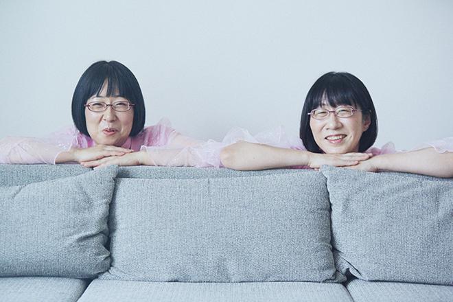 阿佐ヶ谷姉妹の美穂さん(左)と江里子さん
