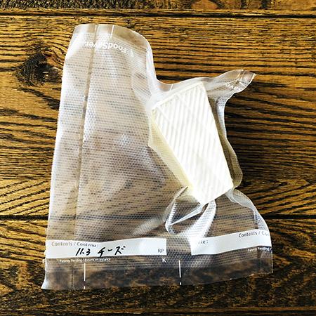 ワインとちびちび食べたいチーズも真空パックで保存。