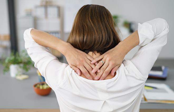 脱・肩こり! デスクでできるけんこう骨の「ツボ押しストレッチ」【鍼灸師が教える】
