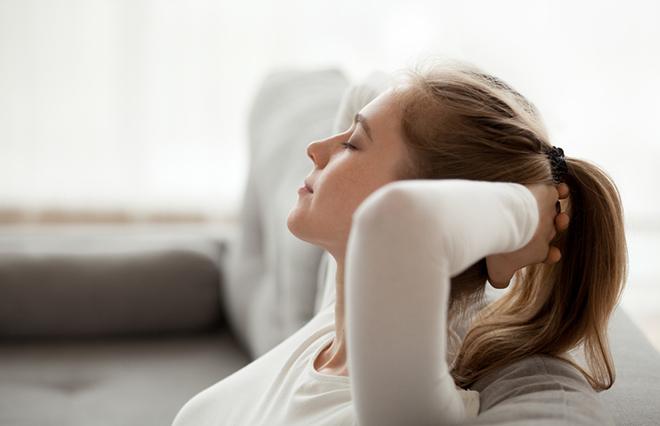 めまいを緩和するセルフケア「ツボ押しヨガ」2つ【鍼灸師が教える】