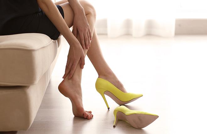 """その足""""コンクリート・フット""""になってない? 働く女性の足の裏を調査"""