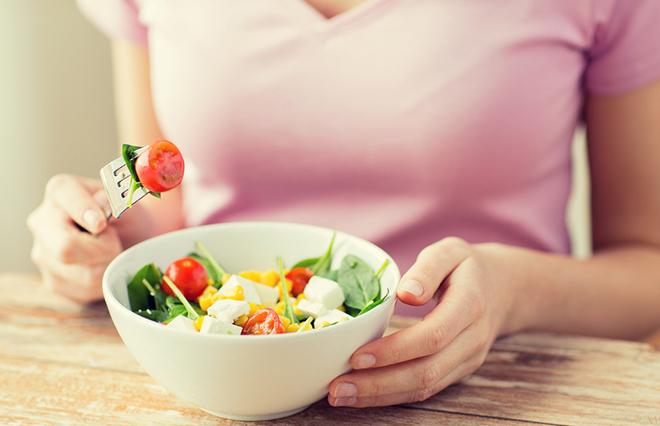 野菜は1日にどれだけ食べるとよい? 糖尿病専門医が教える「手ばかり法」とは
