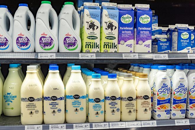 いろいろな種類のミルクがズラリ