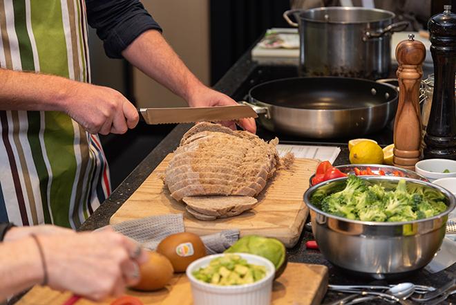 「ブルスケッタは全粒粉のパンを使うと食物繊維が多いので腹持ちがいいんです(エイミー)」