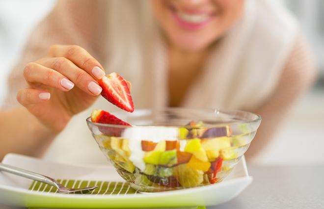 フルーツは1日にどれぐらい食べていい? 糖尿病専門医が教える「手ばかり法」