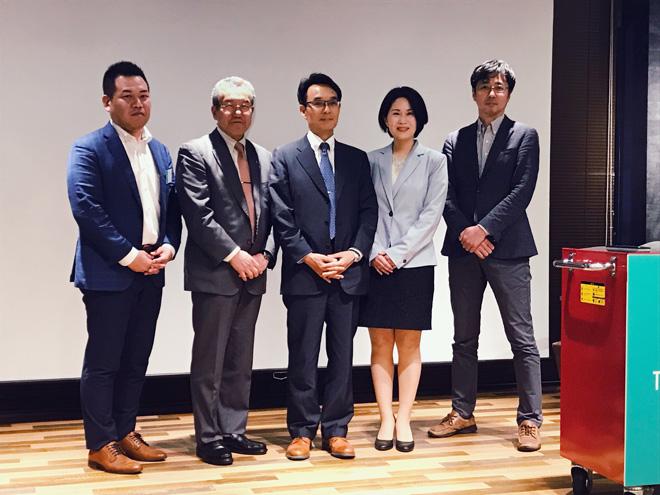 (左から)永井先生、辻村先生、OliviAさん、後藤さん