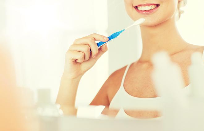 歯の黄ばみケアに…歯科医が教える、使ってはいけないグッズとは