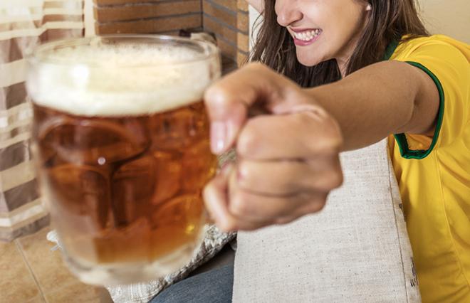 家飲みビールで「ひとり暮らし自宅熱中症」に…内科医が教える予防のポイント