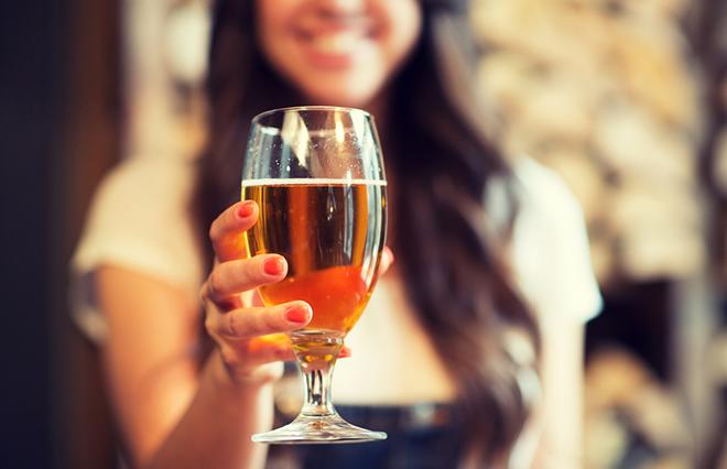 お酒は1日にどのぐらい飲んでいい?「手ばかり法」で確認【糖尿病専門医が教える】