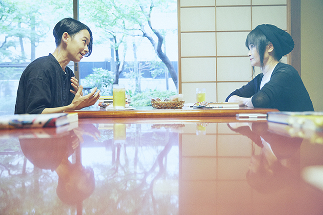西加奈子さん(左)とブレイディみかこさん
