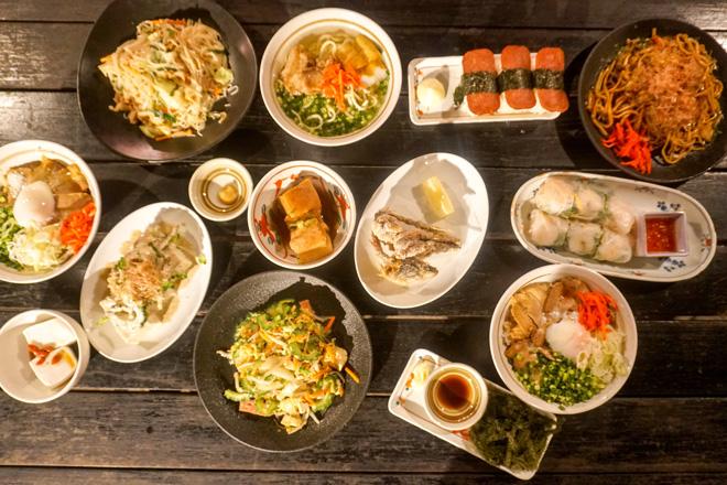 沖縄そばにポークたまごおにぎり、天ぷら……宮古島には美味しいものがありすぎる。