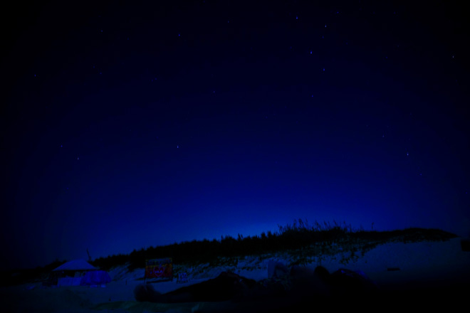 この日はあいにく月明かりが強く、星は控えめに輝いていました。