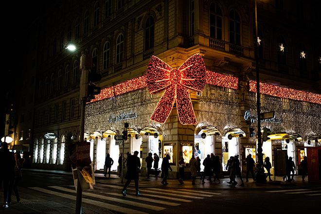 建物の飾りも美しいショッピングモール。オペラ座のすぐ近くにある