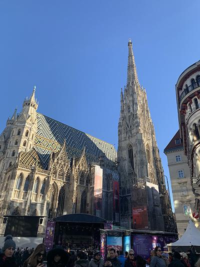 市街地中心部にあるシュテファン大聖堂。観光名所としても有名。ここを起点に散歩すると目印に