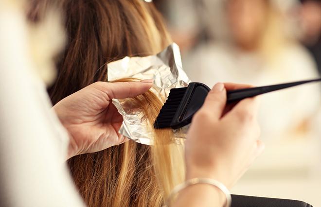 ヘアカラーとパーマを同時にしてはいけない! 美髪プロにその理由を聞きました