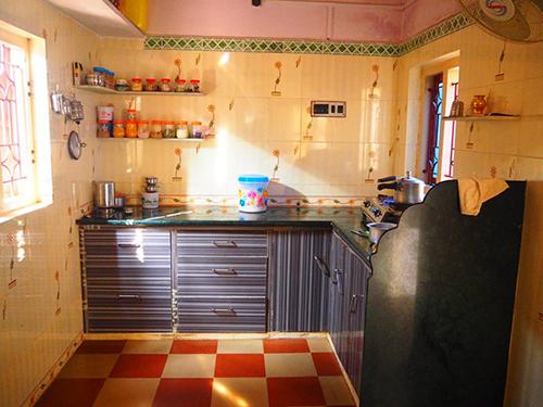 キッチンの様子。やはり、スパイスは常備されている。