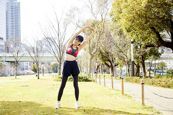スポーツブラ11,800円、スポーツタイツ13,800円/m-fit sports active(マルコ)