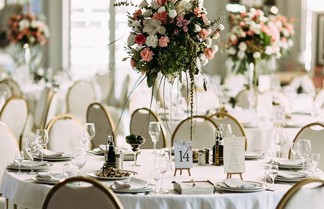 結婚式場探しをする人の5割「式を挙げてよいか不安」