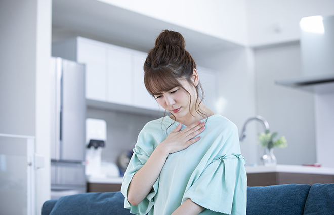 燃えるような胸やけ、重苦しい胃痛…逆流性食道炎の症状【消化器病専門医に聞く】