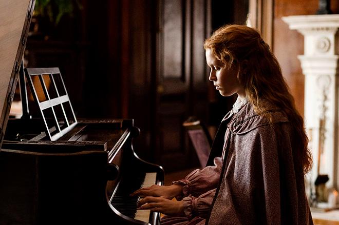 Eliza Scanlen in Greta Gerwig's LITTLE WOMEN.