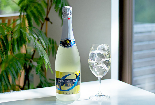 色/タイプ:白/ほのかな甘口。容量:750ml。アルコール度数:8.5%。オープン価格