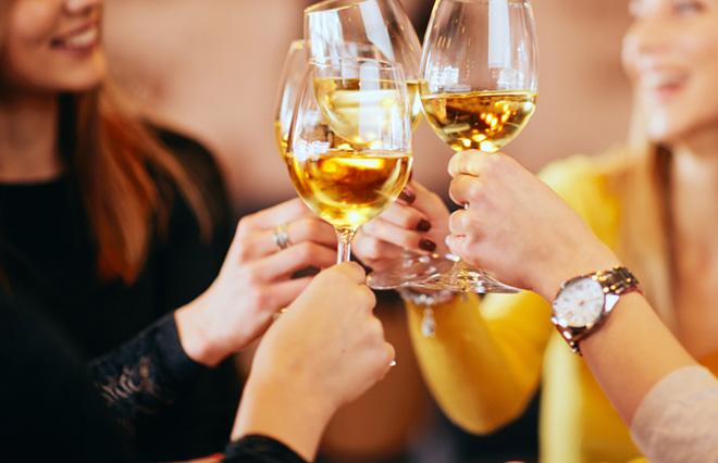 お酒の飲みすぎで口がくさい…歯学博士が教える原因と予防法