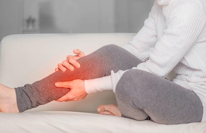 冷えた晩は足がつりやすい? 予防ツボ3つとストレッチととっさのケア【鍼灸師が教える】