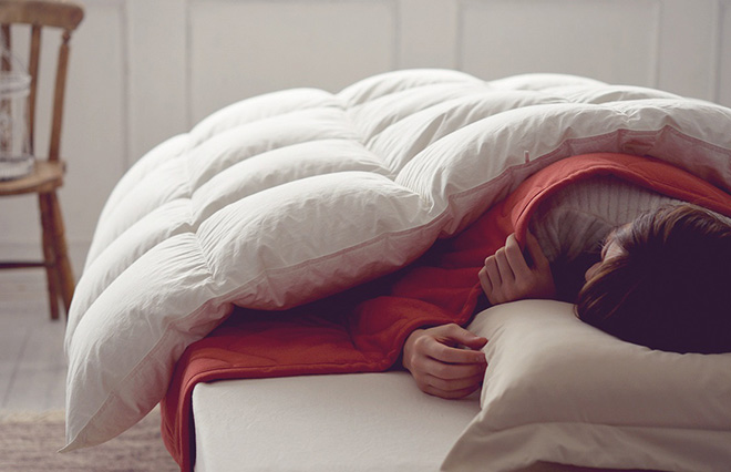 掛けふとんと毛布、どちらが上? 冬、あたたかく眠る3つのコツ