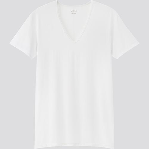 ノーネクタイのシャツに合わせやすいVネック。汗っかきの男性にとって「冬もエアリズム」は定着しつつあるようです。エアリズムVネックT(半袖)990円/ユニクロ