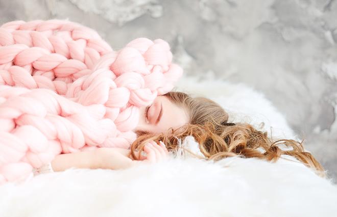 お風呂はぬるめ、ベッドには湯たんぽ…冬の快眠法 【オトナ女子の睡眠ノート】