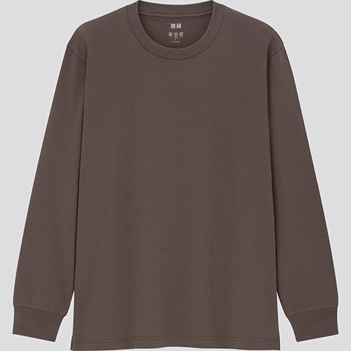 前述の天竺タイプよりTシャツに近いデザイン。そのまま1枚での着用もOK。エアリズムコットンUVカットクルーネック(長袖)1,500円/ユニクロ