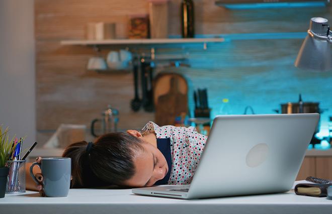 生理になると眠くなる…女性ホルモンと睡眠の関係とは?【オトナ女子の睡眠ノート】