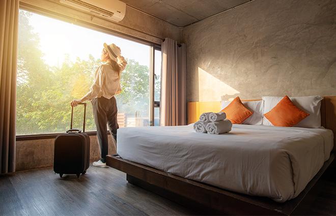 自然や癒しを求める「ひとり旅」がこれからのスタイルに? 旅メディア・「ことりっぷ」が調査