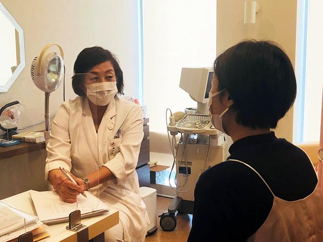 オンライン記者会見に登壇された対馬ルリ子先生。「産婦人科医になって36年。高校時代から女性を助ける仕事を自分の仕事にしたいと思っていた」と言います。