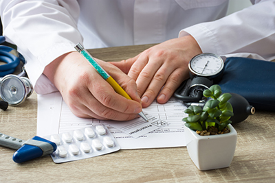 Doctor,In,Hospital,Office,Prescribe,Prescription,Medication,To,Patient,Who