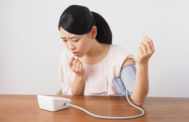 自分で血圧をうまく測る…タイミング、姿勢、計測計は?【臨床内科専門医が教える】