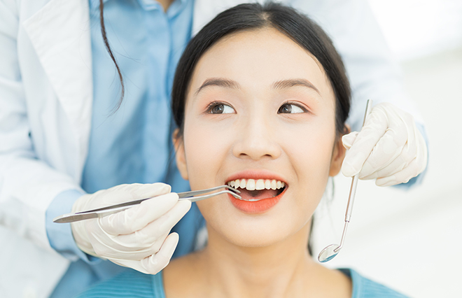 「差し歯」は歯の根は残っている? 新しく保険適用になった歯とは?【歯学博士に聞く】