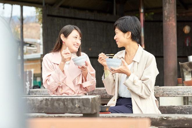 東京から2時間で温泉、絶景、おいしいご飯を堪能したふたり。
