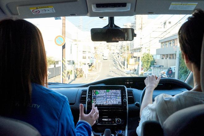 助手席からサポートしてくれるので、初めて乗る車でも安心です。