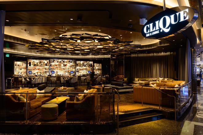 コスモポリタンのカジノを抜けると…/Courtesy of CliQUE Bar & Lounge